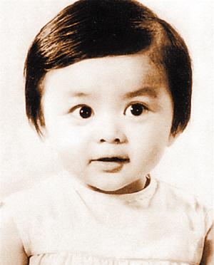 从刘亦菲小时候的照片上可以看出她具有当明星的潜质